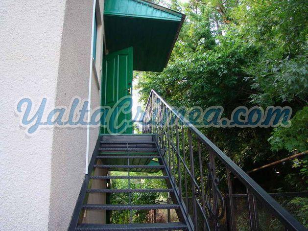 № 155 Дом в лесу (р-н Далласов), Массандра