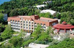 Санаторий Жемчужина располагается в районе Гаспры в чудесном уголке Крыма